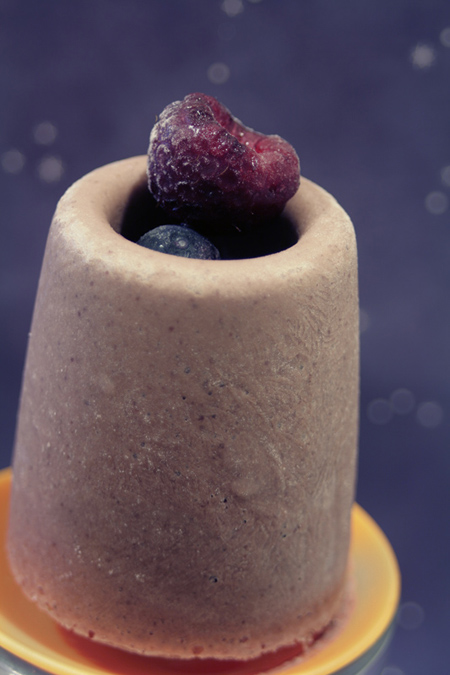 acai-popsicle-with-berries
