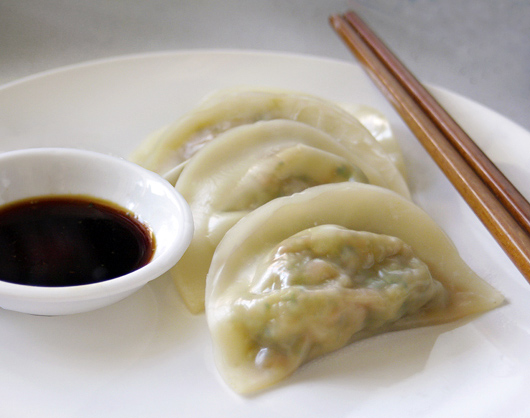 Steamed Vegetable Dumplings - a great vegan appetiser | Om Nom Ally