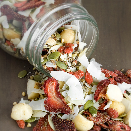 Strawberry-Goji Muesli