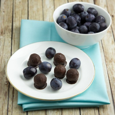 Om Nom Ally - Chocolate Covered Grapes
