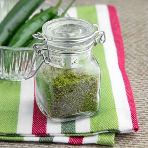 DIY Dehydrated Green Chilli Powder @OmNomAlly #Raw option, #glutenfree, #paleo, #vegan. Green chilli powder is one of those ingredients you'll hardly ever see in the shops - so just make your own! Packing a vibrant, spicy punch, try this Home-made Green Chilli Powder in your dehydrator.