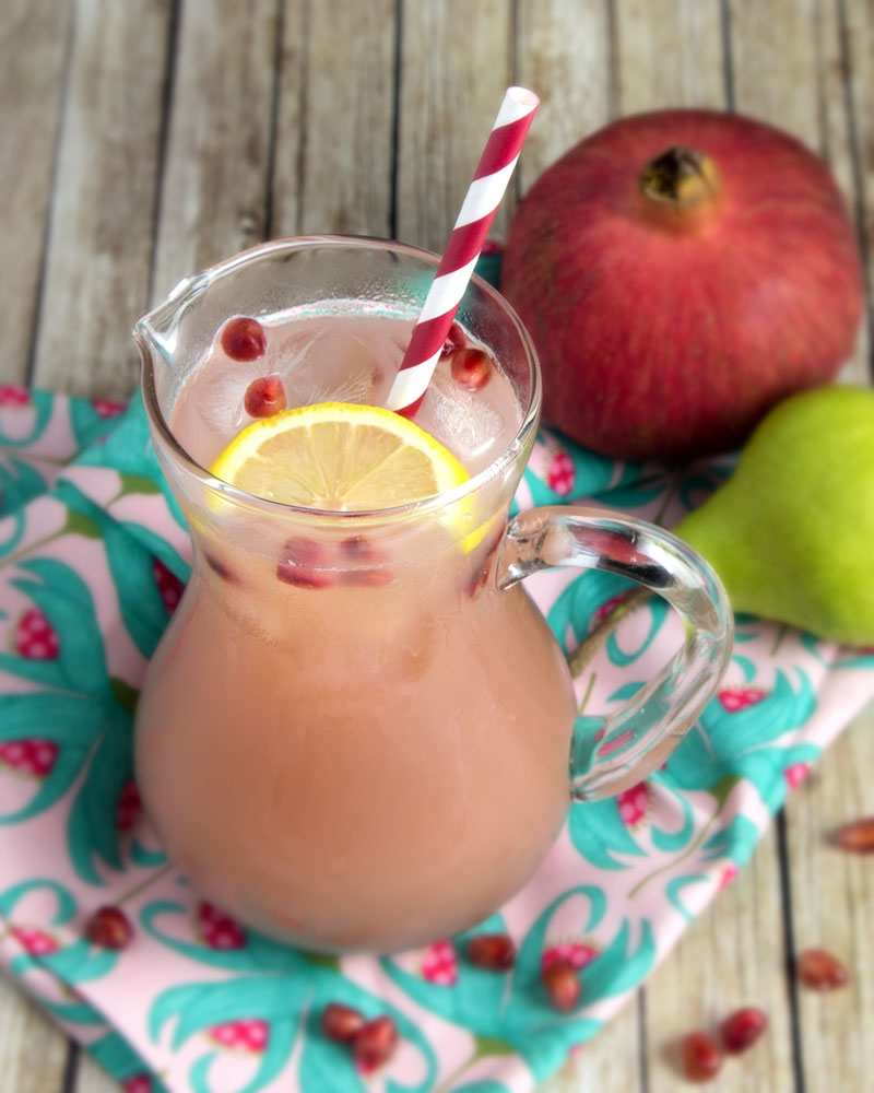 Pomegranate & Pear Kefir Spritzer @OmNomAlly | A naturally fermented soda that's vegan and paleo!