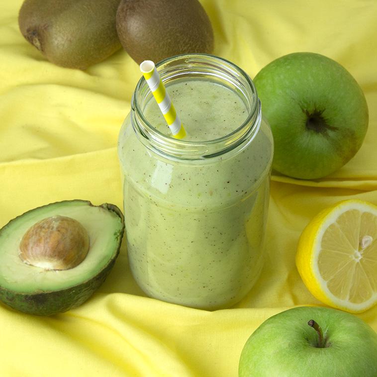 Creamy Kiwi Apple Smoothie | Om Nom Ally