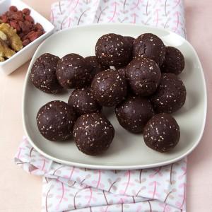 Raw Walnut-Goji Brownie Bites   Om Nom Ally