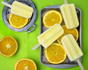 Orange Creamsicle Pops (Vegan, Paleo) @OmNomAlly   Unlike packaged Creamsicles, these creamy orange popsicles have five easy to find, easy to pronounce, nourishing ingredients - with no CRAP!