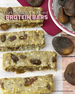 Turkish Apricot & Almond Protein Bars @ Om Nom Ally | Made with your favourite protein powder, sulphur dioxide-free apricots, grain-free flours and almond butter.
