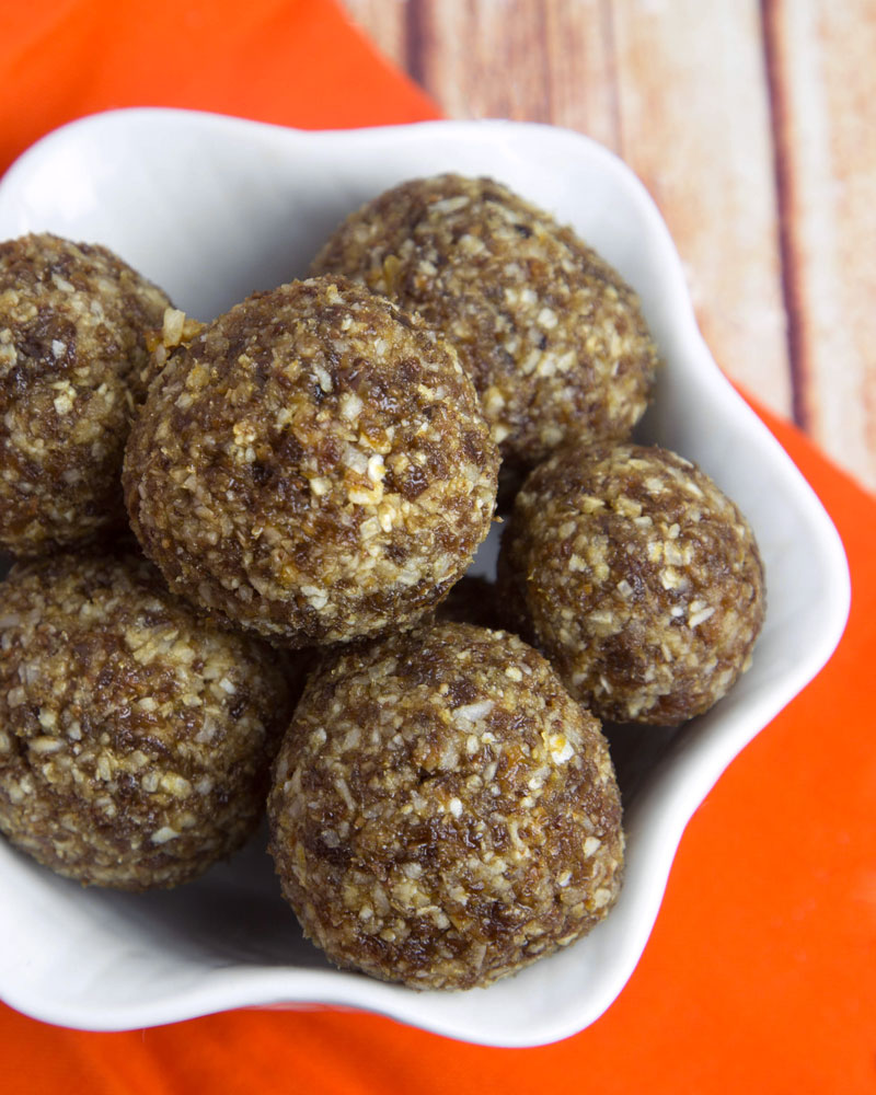 Turkish Apricot & Coconut Energy Balls @OmNomAlly