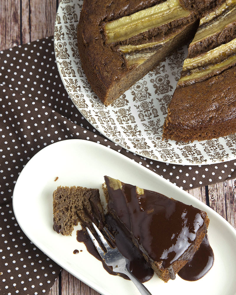 Whole Grain Chocolate Banana Cake | @OmNomAlly