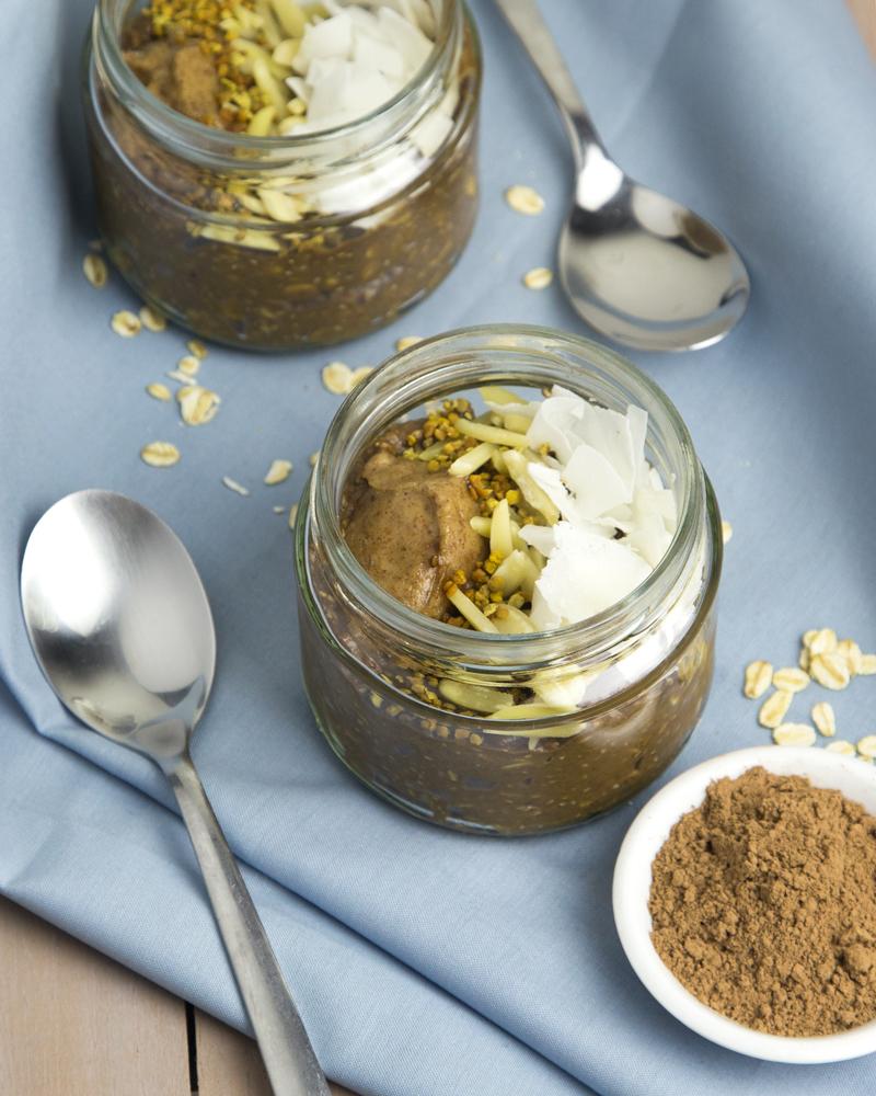Chocolate Pudding Overnight Oats with Avocado @OmNomAlly
