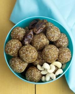 Salted Date and Cashew Energy Balls @OmNomAlly #RAW #VEGAN #GLUTENFREE #PALEO