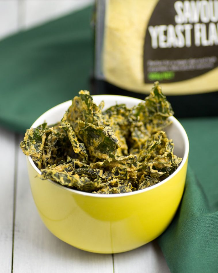 Raw (Dehydrator) Cheesy Kale Chips @OmNomAlly - Vegan, Paleo & Dairy Free
