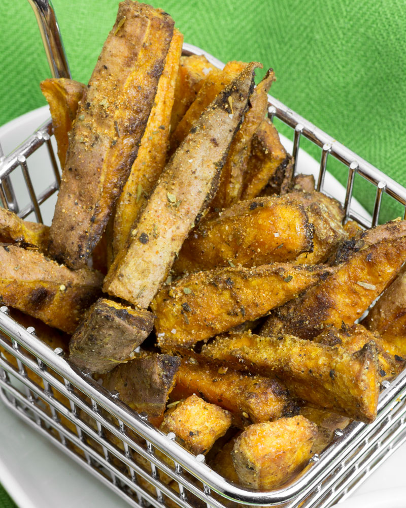 Super Crispy (Baked) Cajun Sweet Potato Fries @OmNomAlly - A recipe for crispy, baked sweet potato fries - that delivers what it promises. Make these paleo, vegan and gluten-free sweet potato fries and get your snack on!