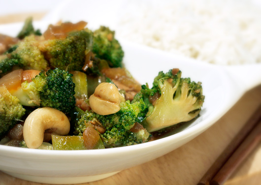 Cashew-Broccoli Stirfry