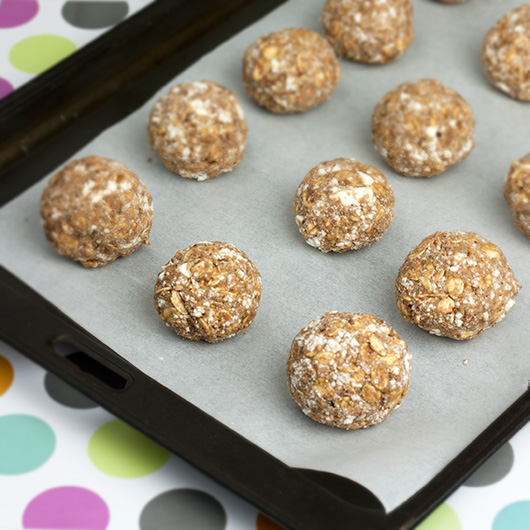 Almond & Cacao Freezer Protein Balls | @OmNomAlly